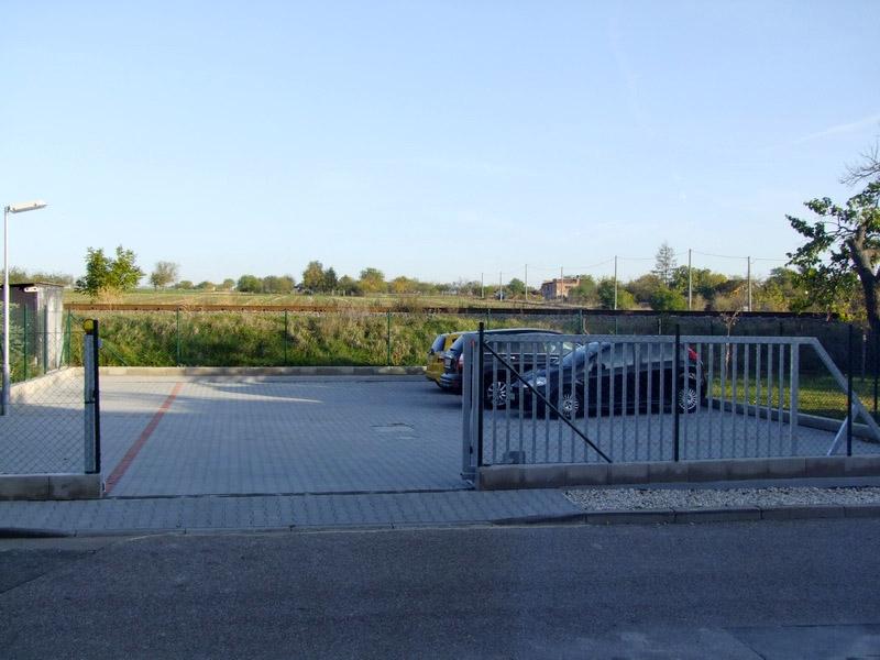 Uzavřené parkoviště bez poplatku